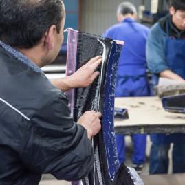 Handarbeit im Produktionsprozess