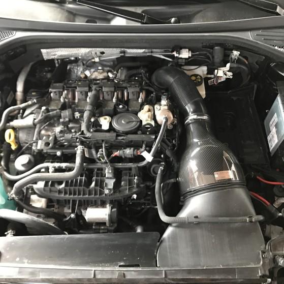 Motorabdeckung und Batterie entfernt